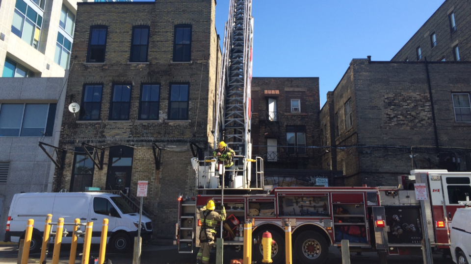 Witnesses to downtown Kitchener fire say they saw people fleeing from an upper door and down a back fire escape. (Apr. 14, 2017)