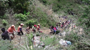 This photo provided by the Philippine Red Cross Nueva Vizcaya Chapter, volunteers use ropes to pull survivors from a ravine where a passenger bus fell killing dozens in Carranglan township, Nueva Ecija province, northern Philippines on Tuesday April 18, 2017. (Philippine Red Cross Nueva Vizcaya chapter via AP)