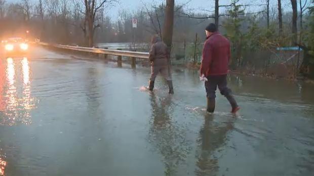 Residents of Ile Mercier, flood