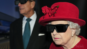 Queen Elizabeth 3D glasses