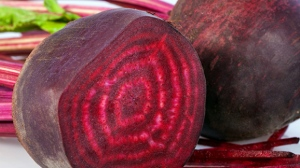 Rich in nitrates, beetroot and in particular beetroot juice taken before exercising has a positive effect on older brains. © Avalon_Studio / Istock.com