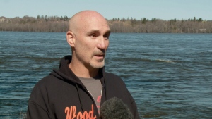CTV Ottawa: Runner risks life in icy river rescue