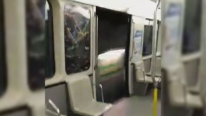 The metro doors stayed open between stops (Facebook / Spotted: STM)