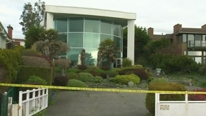 Attacker on loose after Oak Bay woman slashed