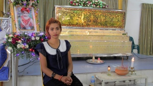Chiranut Trairat in front of her daughter's coffin at Si Sunthon temple in Phuket, Thailand, on April 26, 2017. (AP)