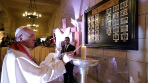 Pope Francis lights a candle at Cairo's St. Mark's Cathedral, Friday, April 28, 2017. (AP / Gregorio Borgia)