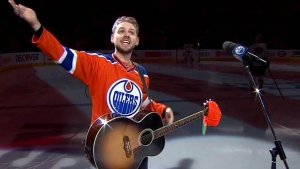 Kissel attempted twice to sing the anthem before throwing his hands in the air and encouraging the crowd to sing with him. (Edmonton Oilers via Twitter)