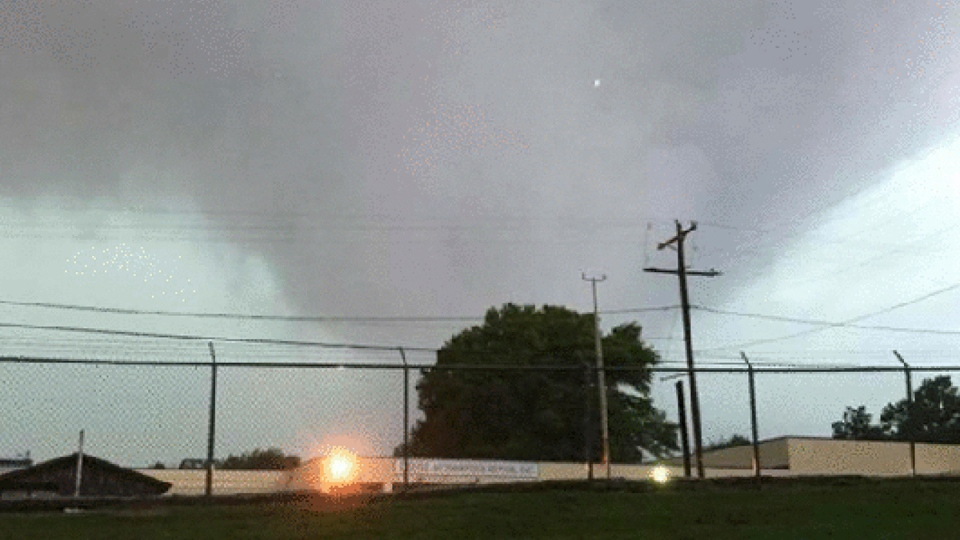 What looks like a tornado that approached Vicksburg, Miss., on April 30, 2017. (Jerry Briggs / Warren County Fire Department via Warren County EMA via AP)