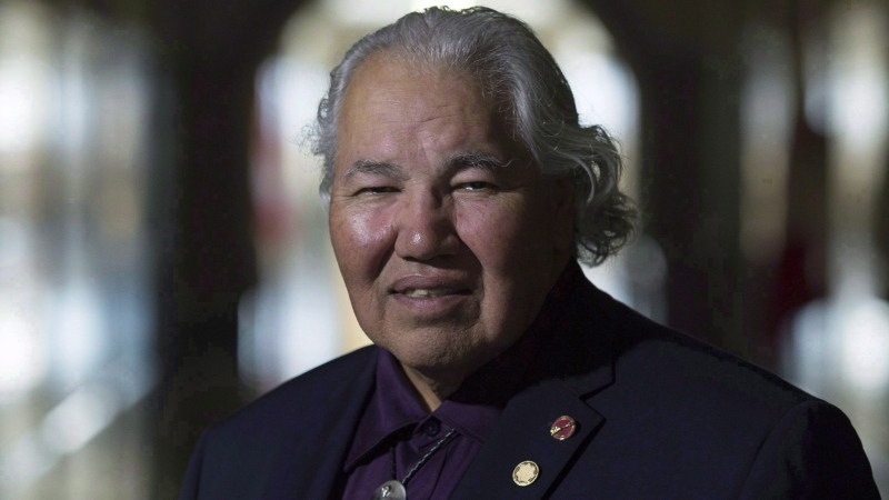 Sen. Murray Sinclair poses for a photo outside his Senate office on Parliament Hill, in Ottawa in a September 20, 2016, file photo. (Adrian Wyld/The Canadian Press)