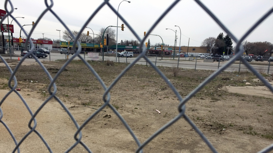 An empty lot, which once housed a gas station, sits abandoned at the corner of 22nd Street and Avenue H in Saskatoon. (Laura Woodward/CTV Saskatoon)