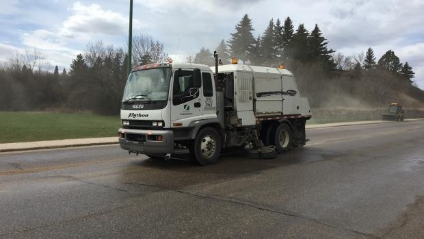 Cold weather brings early halt to street sweeping in Saskatoon