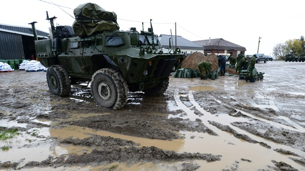 Canadian soldiers fill sandbags in Luskville, Que., on Sunday, May 7, 2017. Troops were deployed to the Pontiac region of Quebec due to heavy flooding. THE CANADIAN PRESS/Sean Kilpatrick
