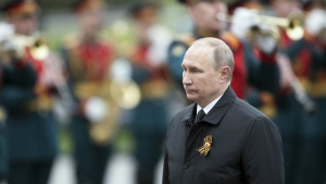 Russian President Vladimir Putin, right, attends a wreath-laying ceremony at the Tomb of the Unknown Soldier in Moscow after the Victory Parade marking the 72nd anniversary of the defeat of the Nazis in the Second World War, in Red Square, in Moscow on Tuesday, May 9, 2017. (AP / Pavel Golovkin)