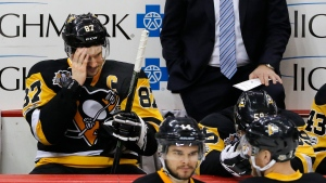 Pittsburgh Penguins' Sidney Crosby (87) sits on the bench with head coach Mike Sullivan behind him during the third period of Game 6 in an NHL Stanley Cup Eastern Conference semifinal hockey game against the Washington Capitals in Pittsburgh, May 8, 2017. (Gene J. Puskar/AP)