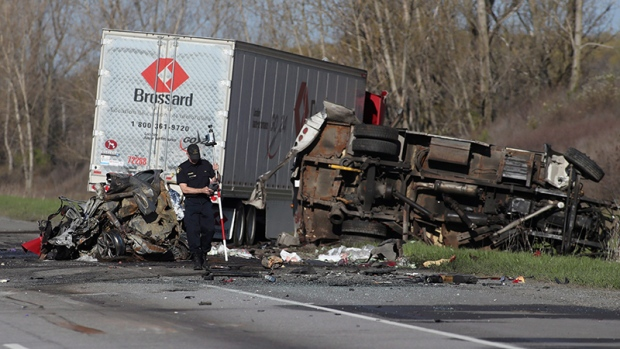 Truck driver charged in deadly highway 401 crash that for Landscaping rocks windsor ontario