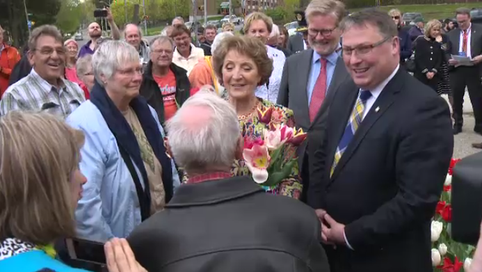 Princess Margriet accepts flowers from a Dutch immigrant in Stratford. (May 14, 2017)