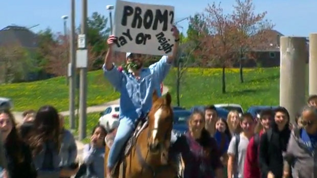 "A Thornhill high school student raised money to rent a horse for an elaborate ""promposal"" on Monday."