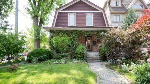 The exterior of a Maxine Louie's Toronto house. (Airbnb)
