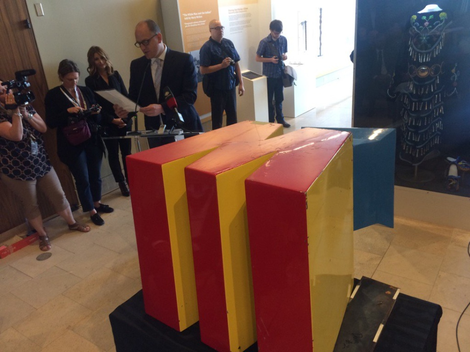 Windsor opens a time capsule from 1992, on May 16, 2017. (Michelle Maluske / CTV Windsor)