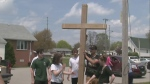 Students replace vandalized cross