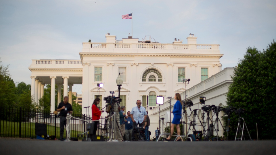Television network crews begin their evening news broadcast from the driveway outside the West Wing of the White House in Washington, Wednesday, May 17, 2017. (AP / Pablo Martinez Monsivais)