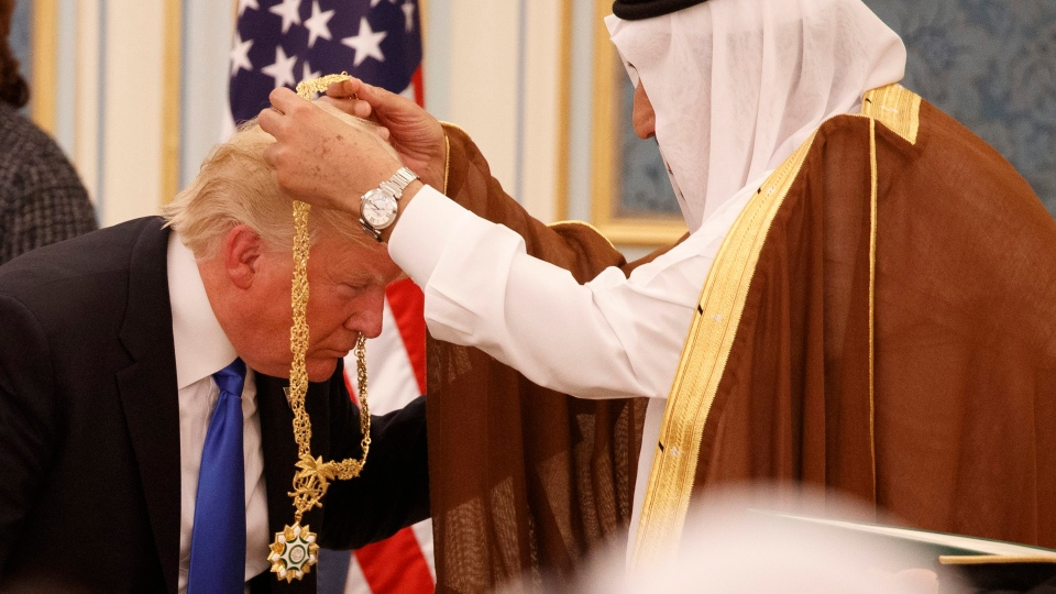 Saudi King Salman presents President Donald Trump with The Collar of Abdulaziz Al Saud Medal at the Royal Court Palace, Saturday, May 20, 2017, in Riyadh. (AP Photo / Evan Vucci)