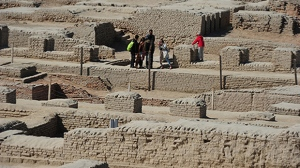 Visitors walk through the UNESCO World Heritage archeological site of Mohenjo Daro some 425 kilometres north of the Pakistani city of Karachi. (ASIF HASSAN / AFP)