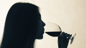 The report found that drinking the equivalent of a small glass of wine or beer a day increases pre-menopausal breast cancer risk by five per cent and post-menopausal breast cancer risk by nine per cent. (halfbottle / Istock.com)