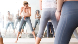 This photo provided by Jaimie Baird Photography shows New York celeb fitness guru Taryn Toomey, facing forward, during one of her fitness classes in New York.  (Jaimie Baird/Jaimie Baird Photography via AP)
