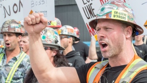 Striking construction workers form a picket line in front of a construction site Wednesday, May 24, 2017 in Montreal. (Paul Chiasson / THE CANADIAN PRESS)