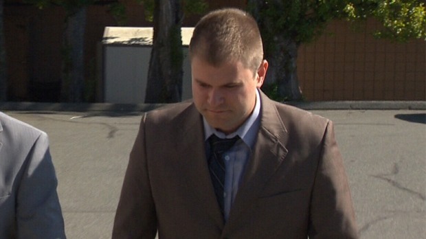 Kenneth Jacob Fenton enters Western Communities Courthouse in Colwood, where he pleaded guilty to impaired driving causing death and dangerous driving causing death in the 2016 crash that killed Const. Sarah Beckett. May 25, 2017. (CTV Vancouver Island)