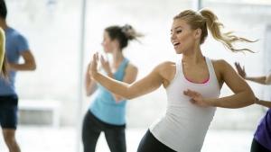Aerobic dance fitness class (FatCamera / Istock.com)
