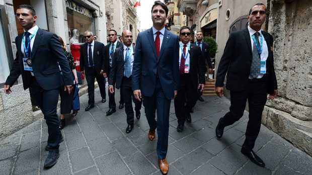 Trudeau, Sophie meet Pope Francis briefly at Vatican