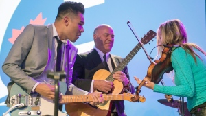 Former candidate Kevin O'Leary jams with musicians at the federal Conservative leadership convention in Toronto. (THE CANADIAN PRESS / Frank Gunn)