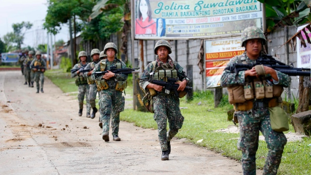Philippine marines walk to the frontline in the continuing assaults to retake control of some areas of Marawi city in southern Philippines on Sunday, May 28, 2017. (AP / Bullit Marquez)