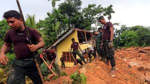 Sri Lankan soldiers dig earth during rescue efforts in Kiribathgala, in Ratnapura district, Sri Lanka, Monday, May 29, 2017. (AP / Eranga Jayawardena)