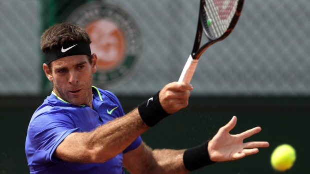 Del Potro gets lost off court, wins on it