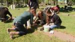 Students clean fallen soldiers' headstones