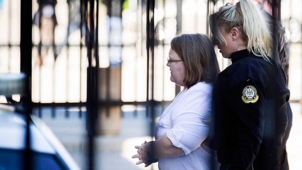 Elizabeth Wettlaufer enters the provincial courthouse in Woodstock, Ont., June 1, 2017. (THE CANADIAN PRESS/Peter Power)