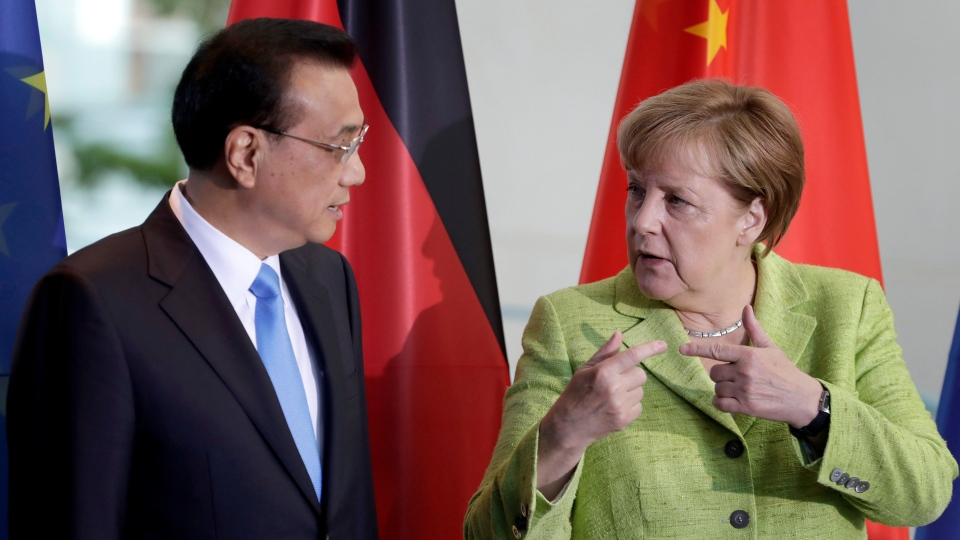 German Chancellor Angela Merkel, right, and China's Premier, Li Keqiang, left, talk during a contract signing ceremony as part of a meeting at the chancellery in Berlin, Germany, June 1, 2017. (Michael Sohn/AP)
