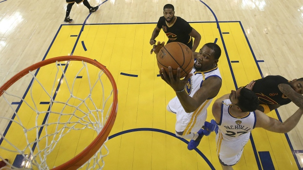 90ecd1e6c36 Kevin Durant agrees to 2-year deal with Warriors, source tells AP ...