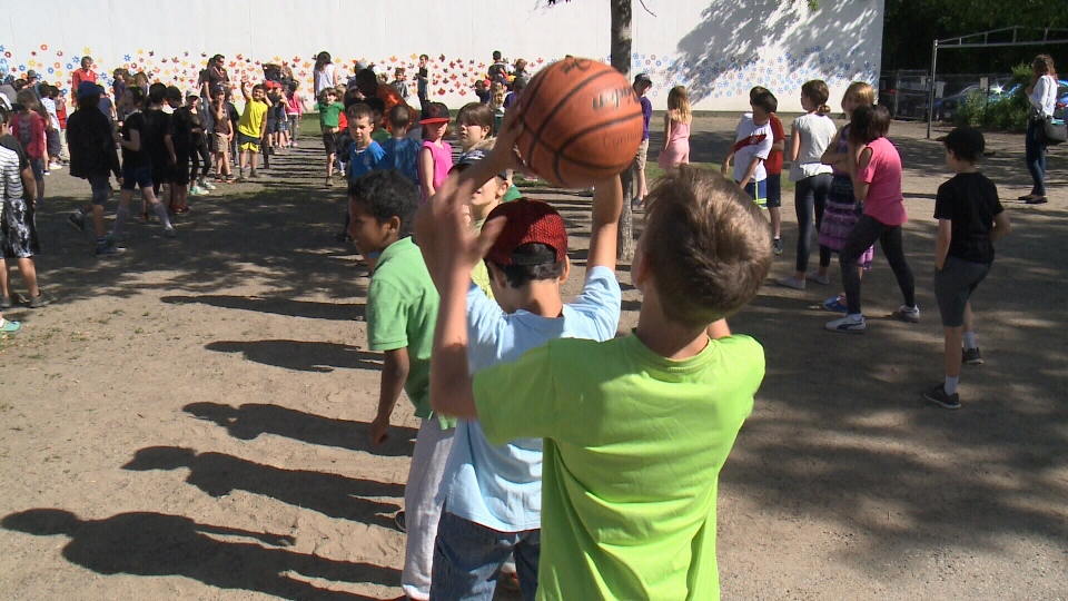 Students at Connaught Public School set a world record on Wednesday for the most number of people playing tunnel ball at the same time, beating out a school from Australia. (Eric Lepage, CTV Ottawa, June 14, 2017)