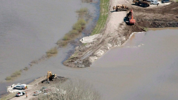 The breach in the dike at the hoop and holler bend is seen along the Assiniboine River outside of Portage La Prairie, Man, Saturday, May 14, 2011. (THE CANADIAN PRESS / Jonathan Hayward)