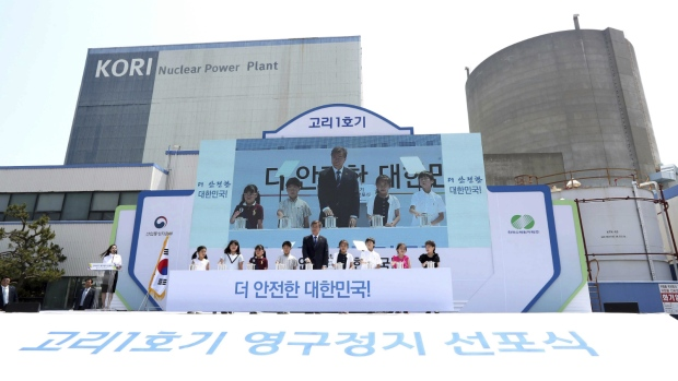 South Korea scraps nuclear plants