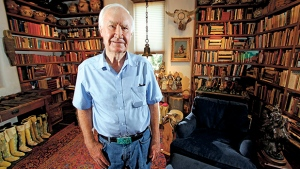 In this July 4, 2014 photo, Forrest Fenn poses at his Santa Fe, N.M., home.  (Luis Sanchez Saturno/Santa Fe New Mexican via AP)