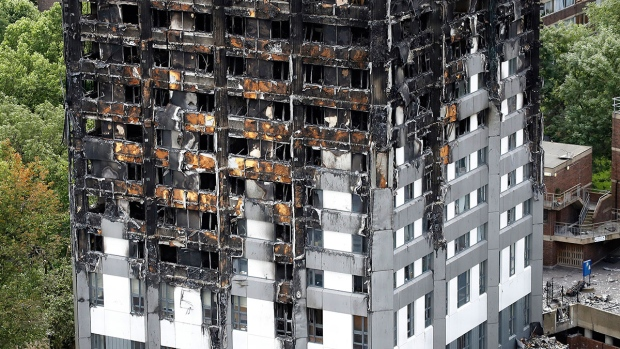The burnt Grenfell Tower apartment building standing testament to the recent fire in London, Friday, June 23, 2017. (AP / Frank Augstein)