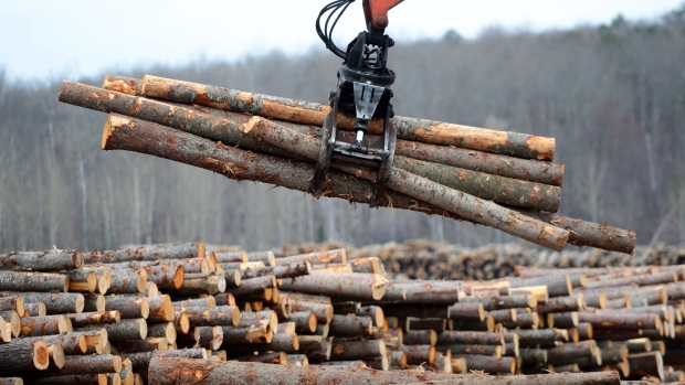 USA  imposes additional tariffs on Canadian lumber as dispute escalates