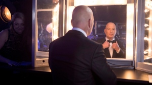 Howie Mandel prepares backstage to host the 2017 Canadian Screen Awards in Toronto on Sunday , March 12, 2017. (THE CANADIAN PRESS/Chris Young)