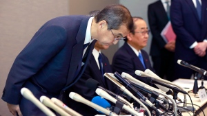 Japanese air bag maker Takata Corp. CEO Shigehisa Takada bows during a press conference in Tokyo, Monday, June 26, 2017. (AP / Shizuo Kambayashi)