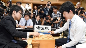 Sota Fujii, right, replays a move against Yasuhiro Masuda in front of media after Fujii defeated Masuda to break a 30-year-old record with his 29th win in a row, in the qualifying round of a major tournament in Tokyo on Monday, June 26, 2017. (Muneyoshi Someya / Kyodo News)